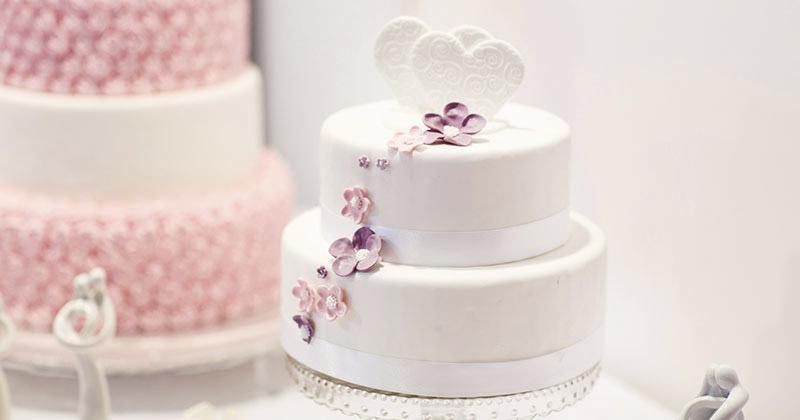 Bánh cưới nhỏ xinh mà vẫn ấn tượng