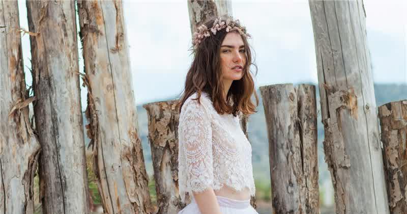 Phá cách với áo cưới Crop top cho cô dâu cá tính