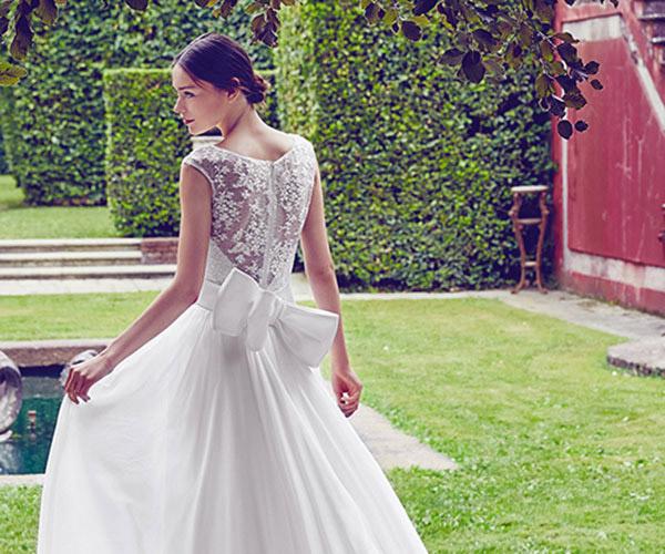 Váy cưới đính nơ bản to gây bão mùa cưới 2017