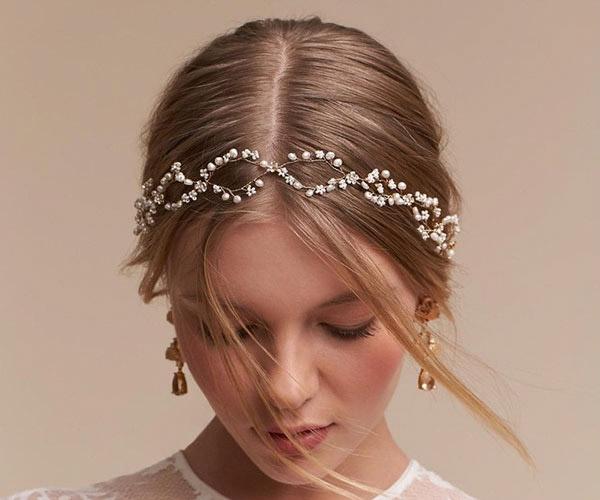 Điểm xuyến cho cô dâu thêm phần lộng lẫy với kẹp tóc đính ngọc trai