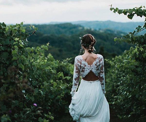 Váy cưới 2 mảnh - Xu hướng thời trang hot nhất mùa xuân hè 2017