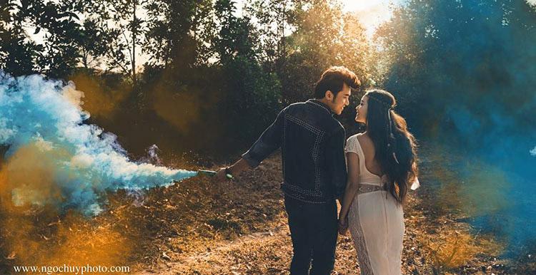 Album cưới đẹp với bom khói