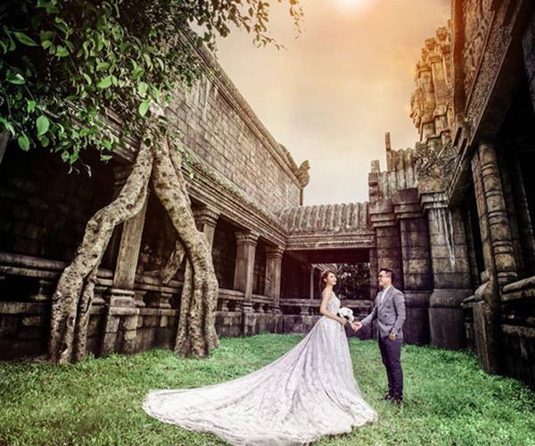 Ấn tượng với ảnh cưới bên các di tích cổ