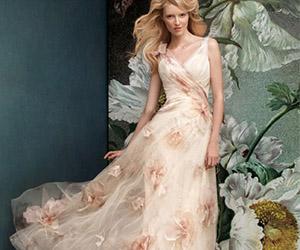 Áo cưới đính hoa lãng mạn