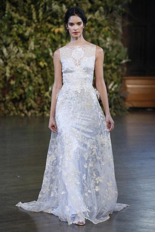 Áo cưới sắc xanh dịu mát