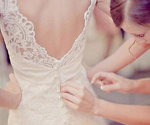Bí quyết mặc áo cưới hở lưng đẹp
