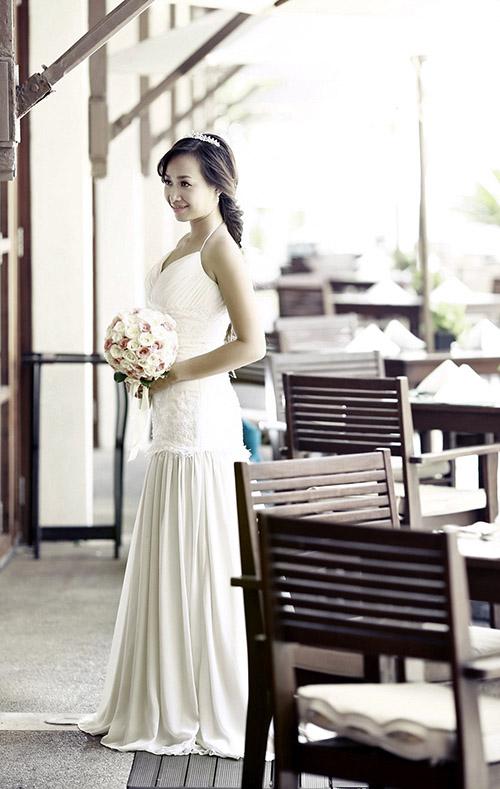 Chọn váy dạ hội cho cô dâu