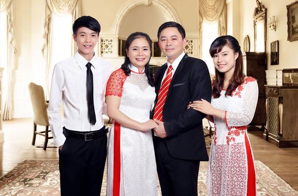 Chụp ảnh kỷ niệm gia đình còn là cách hâm nóng lại tình yêu
