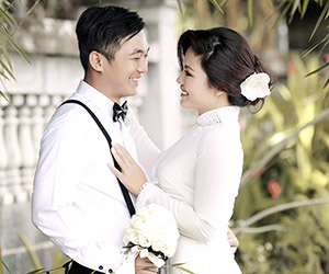 Chụp hình cưới với áo dài trắng