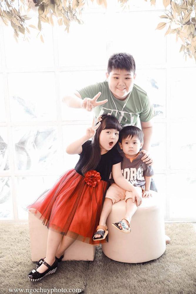Chụp hình gia đình và em bé với Ngọc Huy