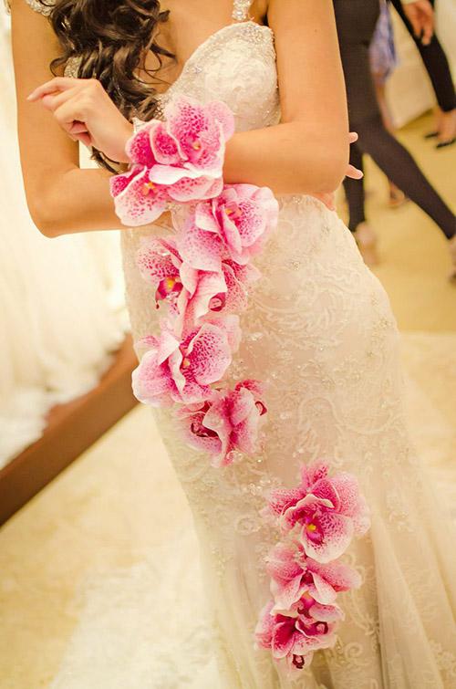 Hoa cưới đeo tay độc đáo dành cho cô dâu mùa cưới 2017