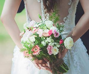 Hướng dẫn cách bó hoa cưới tự nhiên