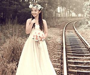 Mách cô dâu cách đội vòng hoa đẹp nhất
