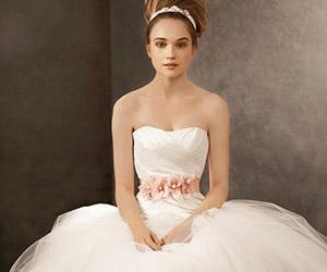 Áo cưới màu trắng tinh khiết