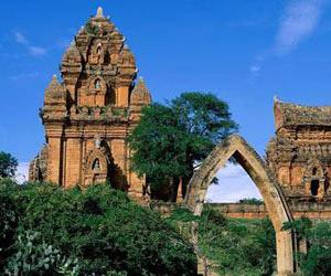 Tháp Chàm – Điểm chụp hình cưới siêu cổ kính tại Phan Rang
