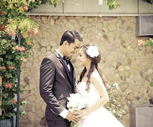 Người mẫu Duy Nhân chụp ảnh cưới cùng bạn gái 9X