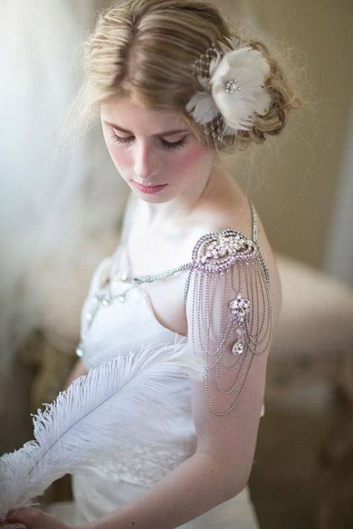 Những bộ váy cưới đính trang sức khoe vai trần gợi cảm