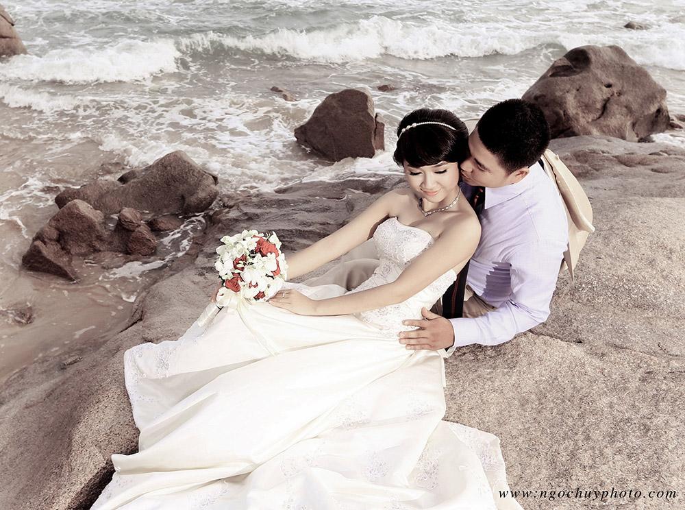 Những mẫu áo cưới không bao giờ lỗi mốt