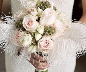Tận dụng chi tiết lông vũ cho đám cưới thêm sành điệu