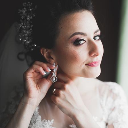 Những phụ kiện giúp cô dâu tuyệt vời hơn trong ngày cưới