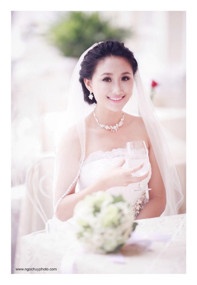 Trang điểm làm tóc cô dâu