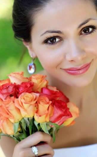Trang điểm cô dâu mặt trái xoan