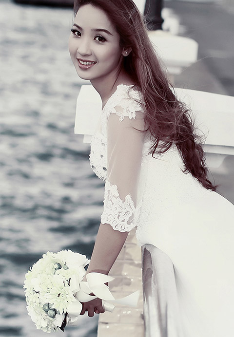 Trang điểm, làm tóc cô dâu tự nhiên