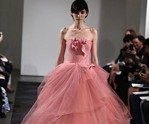 Vera Wang ra mắt BST váy cưới màu hồng