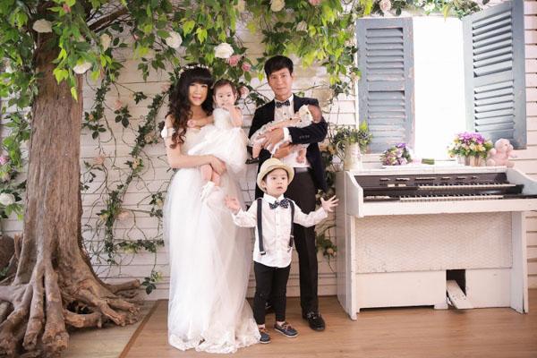 Album ảnh gia đình ca sĩ Lý Hải